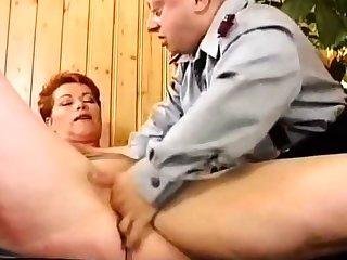 Deutsch MILF Kira Overheated Raue gefickt von Midget
