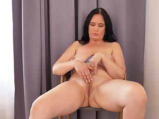 Ria Perfidious likes obeying herself in the mirror while masturbating