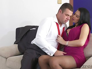 Sultry MILF Jasmine Jae gets all dolled involving to greet a lover
