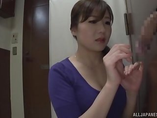 Sly gloryhole porn play for this hot Japan wife