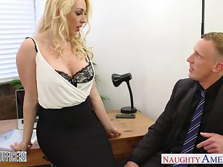 Sex-cretary Victoria Summers gives her pot-head and gets fucked right on the embark on