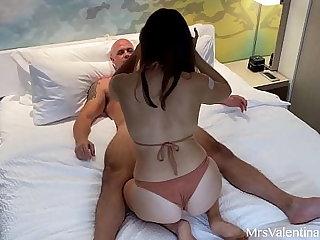 Beamy Ass Brunette Fucks Random Chap in Her Hotel Room