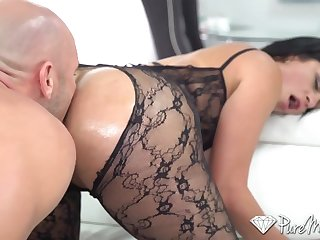 Wondrous hot nympho Cristal Caraballo flashes her booty and gives a excursion