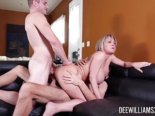 MMF fucking in the thronging room with reproduction penetration be proper of Dee Williams
