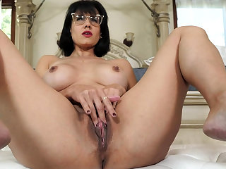 Mature stepmother masturbating here front of stepson